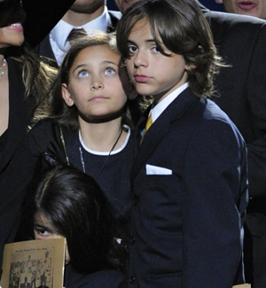 Prince Michael Jackson II, Paris Katherine y Prince Michael Jackson. | Foto: Reuters