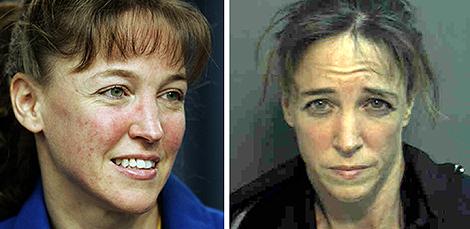 Lisa Nowak en el Centro Espacial Kennedy y, posteriormente, en su ficha policial. | Afp