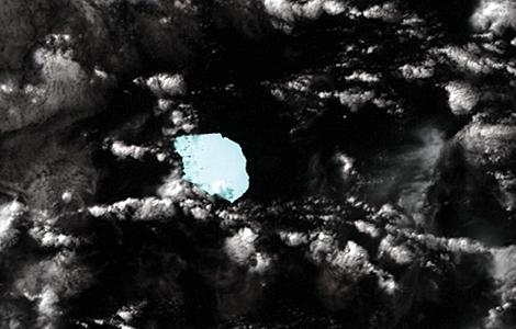 La imagen tomada por satélite muestra al iceberg flotando en dirección a Australia. | NASA