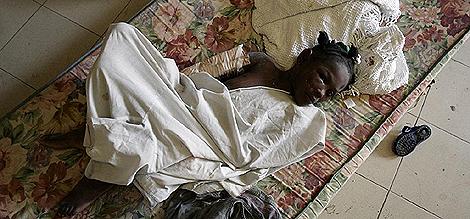 Una niña haitiana, tras el terremoto del 13 de enero. | Orlando Barría / Efe