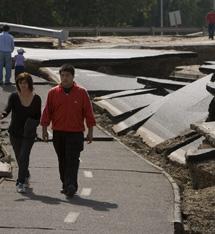 Carretera dañada en Santiago. | Efe
