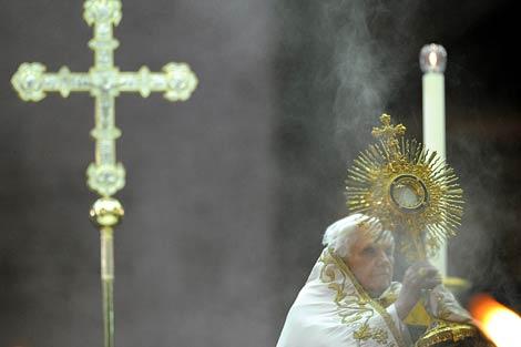 El papa Benedicto XVI en San Pedro. | Foto: Alberto Pizzoli | AFP