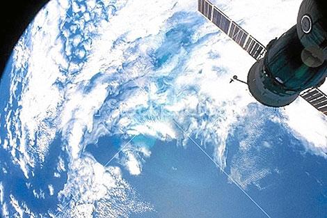 Imagen del satélite Envisat que capta masas de fitoplancton en los océanos | ESA