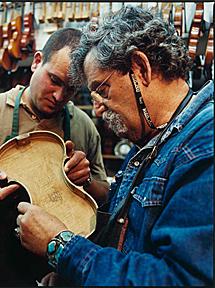 Amnon Weinstein, con su hijo. | Lucille Reyboz