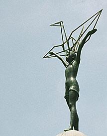 Monumento a la niña Sadako. | Á. C.