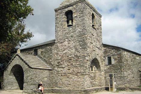 La iglesia de O Cebreiro conserva, cuentan, los restos de la sangre de Cristo.