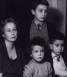 La mujer e hijos de Panero.