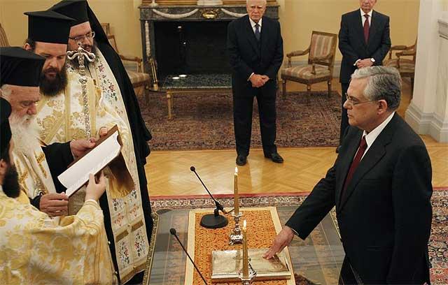 Lucas Papademos jura como nuevo primer ministro. | Ap