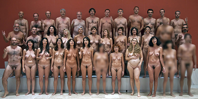 Los 36 simpatizantes de Equo que han posado en Almería para el pintor Andrés García Ibáñez.