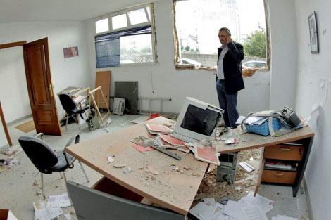 La sede socialista de A Estrada sufrió un ataque en 2010.   Efe