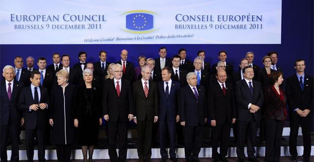 Los jefes de Estado y de Gobierno de la UE posan para la foto oficial de la cumbre. | Efe
