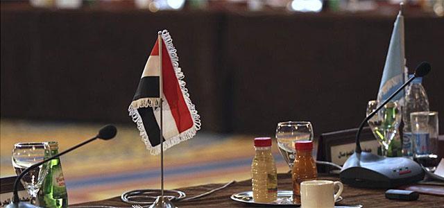 La bandera de Siria en la mesa durante la reunión de la Liga, en El Cairo.| Reuters.