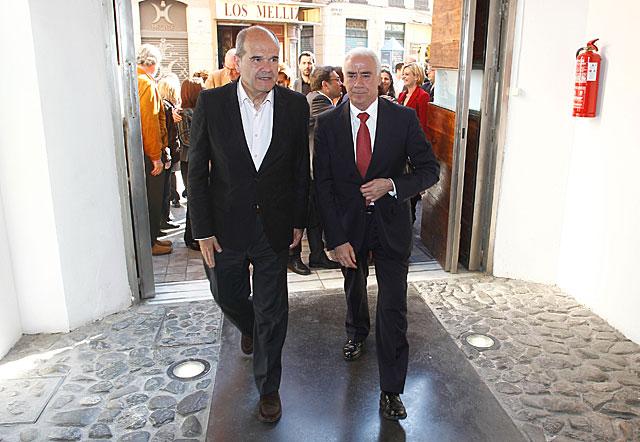 Manuel Chaves, junto a Luciano Alonso, consejero de Turismo de la Junta de Andalucía. | Antonio Pastor