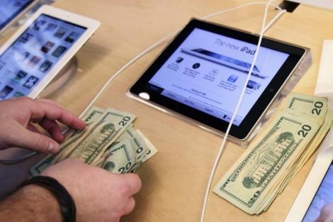 Salida a la venta del nuevo iPad. | Reuters