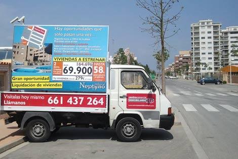 Camión publicitario que recorrió Oropesa de Mar durante la Semana Santa. | E.M.