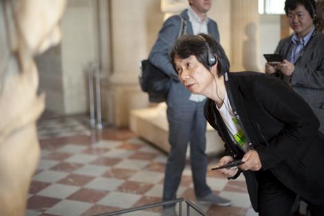 Miyamoto prueba en el Louvre la guía de Nintendo.