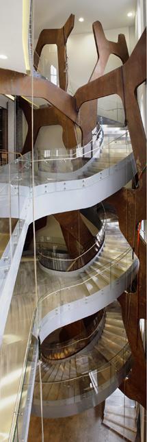 Escalera del nuevo espacio expositivo del Edificio Telefónica.