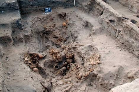 Uno de los compartimentos de la tumba comunal, durante la excavación. |ULB