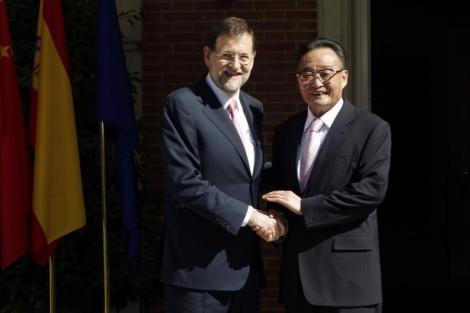 Mariano Rajoy y el presidente de la Asamblea Popular Nacional de China, Wu Bangguo. | Reuters