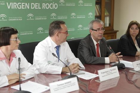 El coordinador de trasplantes en Andalucía, Manuel Alonso, en la rueda de prensa. | Conchitina