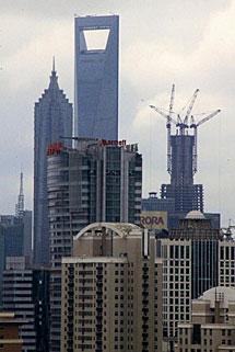 Imagen de las obras del nuevo rascacielo de Shangai. | Efe