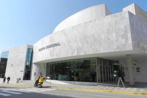 El teatro de Huércal-Overa, con el nombre de Alberti ya retirado. | M.C.