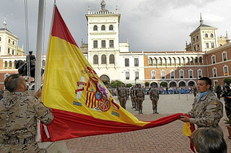 Preparativos del defile del Día de las Fuerzas Armadas, que se celebrará en Valladolid. | J. M. Lostau