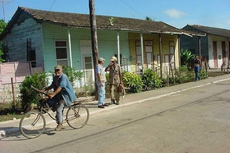 Vista de un barrio cubano cerca de la fábrica 'Patria' en Morón. | Ángel Tomás González