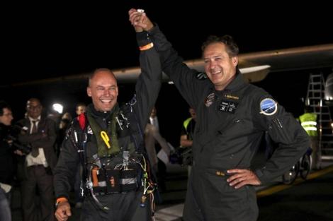 El avión solar logró hacer el primer vuelo intercontinenta