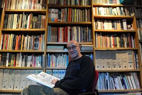Antonio Altarriba, durante una entrevista en su casa, en 2010. | N. González