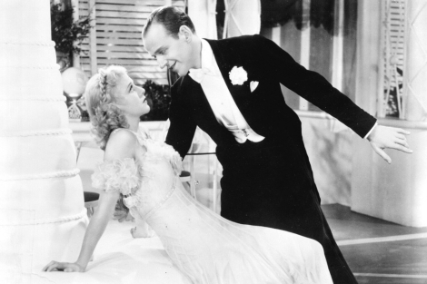 Fred Astaire junto a su compaera Ginger Rogers en 'La alegre divorciada'.