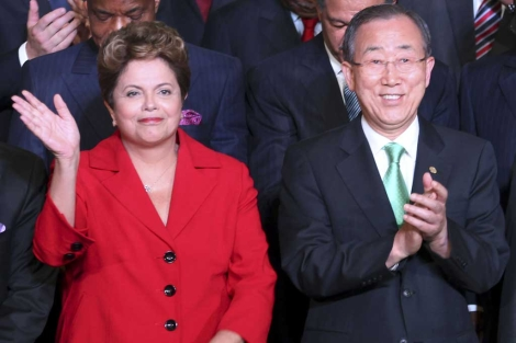La presidenta de Brasil, Dilma Rousseff, y Ban Ki-Moon, en la cumbre de Río+20. | Reuters