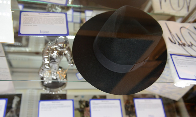 Uno de los sombreros de Michael, en una subasta en Beverly Hills,. | Afp