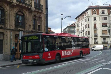 Uno de los autobuses de la lnea de transporte urbano de Bilbao. | E.M.