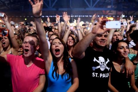 Jóvenes alemanes en el Arena de Treptow (Berlín). | Afp