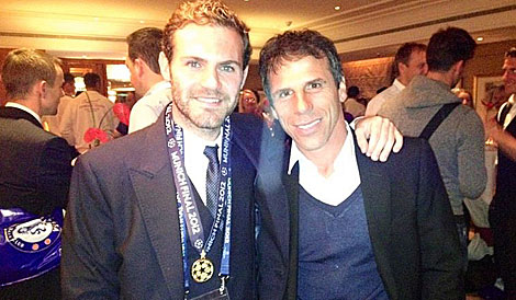 Mata, con Gianfranco Zola, en la final de la Champions en Munich. | EM