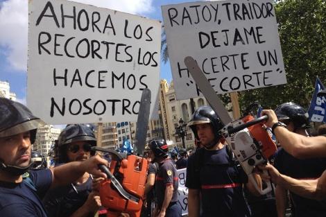 Bomberos en la manifestación celebrada en Valencia. | B.Pajares
