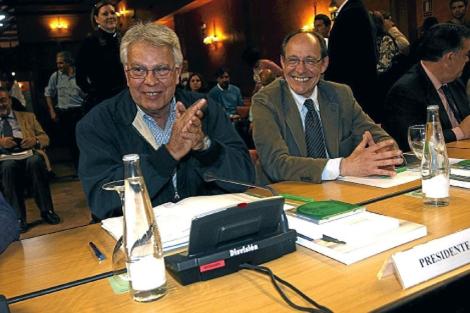 Felipe González, junto al entonces consejero Díaz Trillo, en su primera reunión del Consejo.