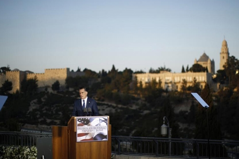 Mitt Romney, durante su discurso ante las murallas de Jerusaln. | Reuters