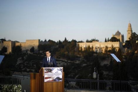Mitt Romney, durante su discurso ante las murallas de Jerusalén. | Reuters