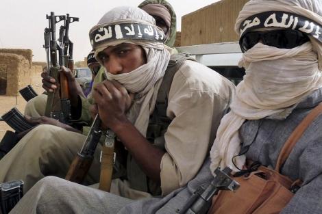 Miembros de la milicia Ansar Dine en la localidad de Kidal (Mali). | ADAMA DIARRA | REUTERS