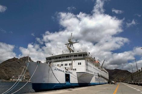 El buque de la fundación Naves de Esperanza. | Cristobal García (Efe).