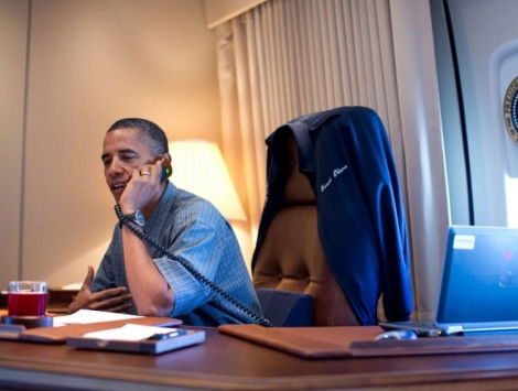 Barack Obama hablando con el equipo responsable de 'Curiosity'. | Pete Souza