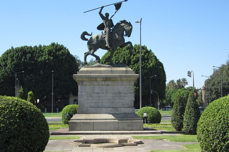 La estatua del Cid que será objeto de restauración.   E.M.