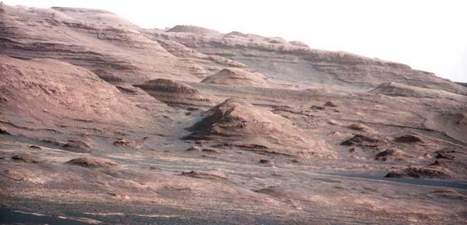 Imagen captada por el 'rover' en el Monte Sharp. | NASA