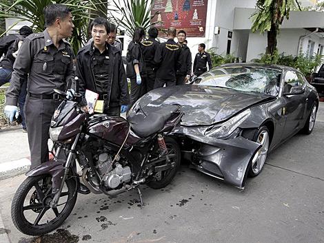 Así quedó el Ferrari de Chaleo Yoovidhya en Bangkok. | Efe