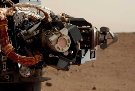 Imagen tomada por 'Curiosity' de su brazo robótico en Marte. | NASA