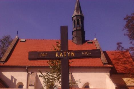 Cruz conmemorativa de las víctimas, en el centro de Cracovia. | Miguel Ángel Gayo Macías