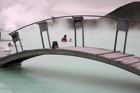 La Laguna Azul, una de las pocas infraestructuras turísticas de Islandia. | Mundo