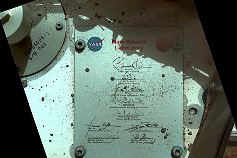 La firma de Obama, en la placa del Curiosity. | NASA
